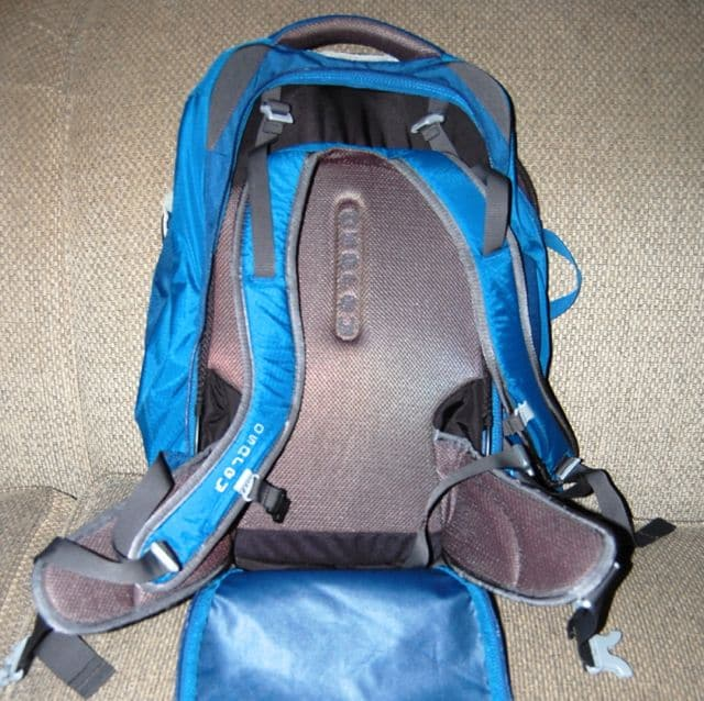 small-travel-backpack-osprey-farpoint-40-straps