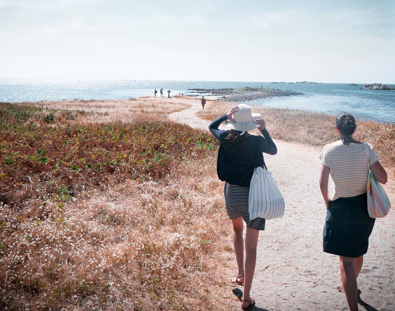 women wearing skirts heading to the beach