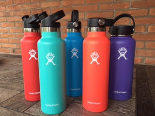 5 different color water bottles