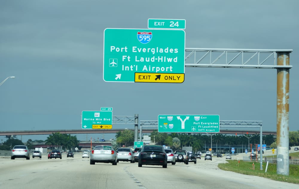guide to airport parking at the FLL airport